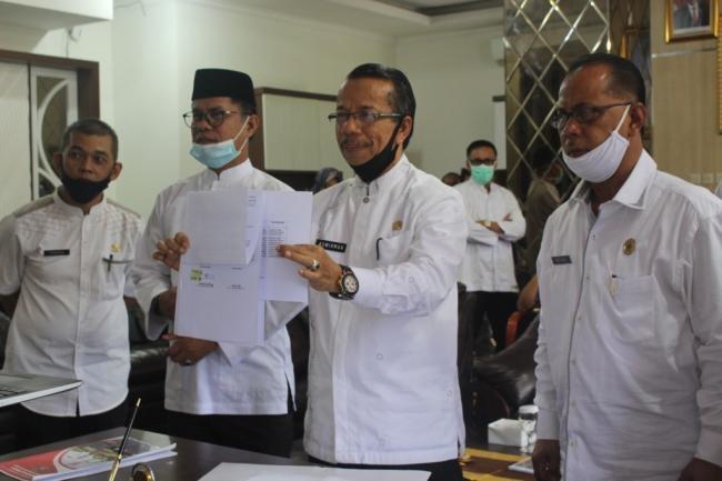 Sekda Kabupaten Solok Terima Hibah Barang Dari Balitbang