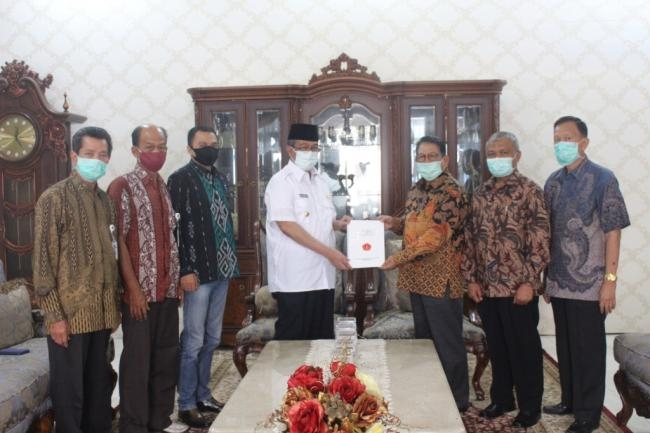 Ketua Yayasan UMMY Solok Sambangi Kediaman Bupati